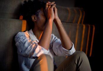 Co może być pomocne w radzeniu sobie z atakami paniki?